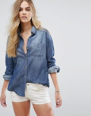 Hollister Джинсовая рубашка с принтом на спине. Цвет: синий