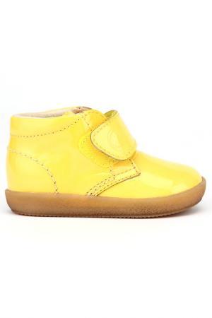 Сникерсы Naturino. Цвет: желтый