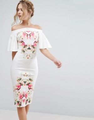 True Violet Платье-футляр с открытыми плечами и принтом. Цвет: мульти