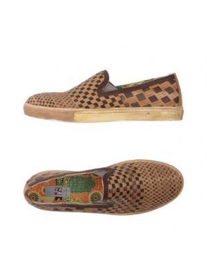 Низкие кеды и кроссовки YAB. Цвет: коричневый