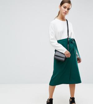 ASOS Petite Строгая юбка миди с запахом. Цвет: зеленый