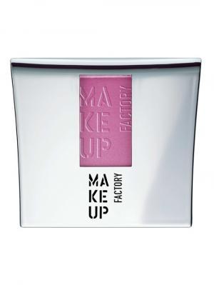 Компактные шелковистые румяна Blusher №04, оттенок розовый аллюр Make up factory. Цвет: лиловый, розовый