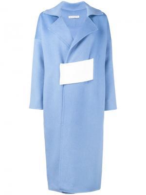 Свободное пальто с контрастным поясом Rejina Pyo. Цвет: синий