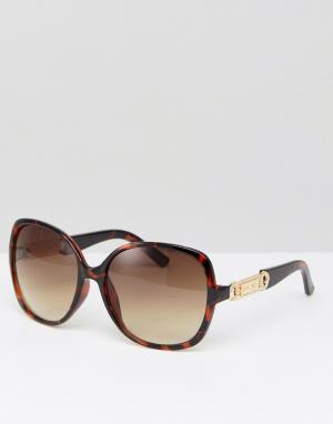 Carvela Солнцезащитные очки в квадратной оправе. Цвет: коричневый