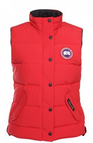 Пуховой жилет с карманами и логотипом бренда Canada Goose. Цвет: красный