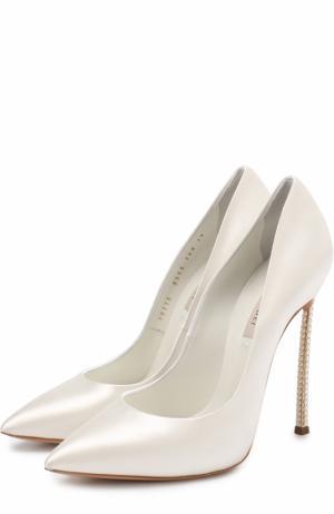 Атласные туфли на декорированной шпильке Blade Casadei. Цвет: белый