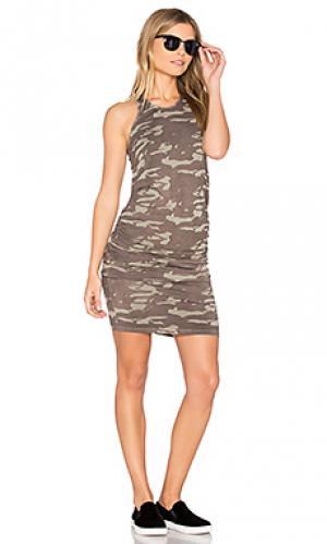 Платье со сборками в нейтрально-камуфляжных тонах MONROW. Цвет: зеленый