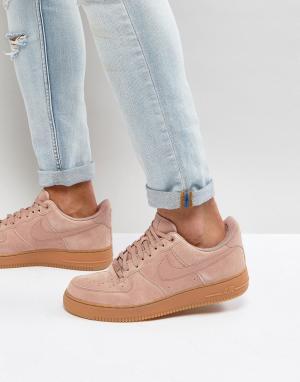 Nike Розовые замшевые кроссовки Air Force 1 07 LV8 AA1117-600. Цвет: розовый