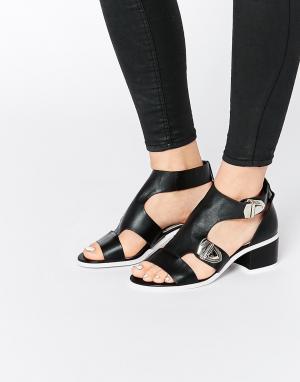 Eeight Черные сандалии с пряжками Salma. Цвет: черный