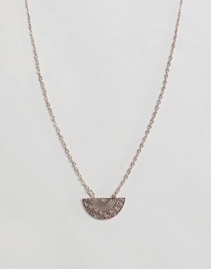 ASOS Ожерелье с филигранной подвеской. Цвет: медный