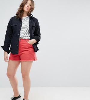 ASOS Curve Красные джинсовые шорты с боковыми разрезами. Цвет: красный