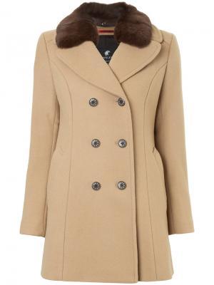 Двубортное пальто с меховым воротником Loveless. Цвет: коричневый