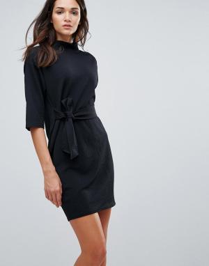 Closet London Фактурное платье с высоким воротом и поясом. Цвет: черный