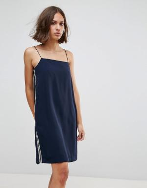 Wood Платье-комбинация Carly. Цвет: темно-синий