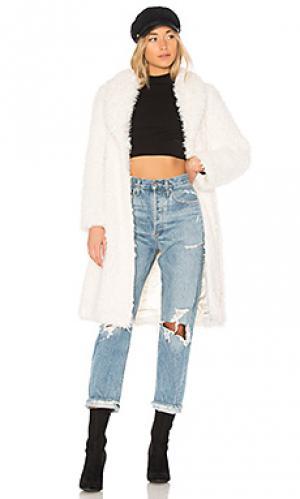Пальто из искусственного меха de la cream Unreal Fur. Цвет: ivory