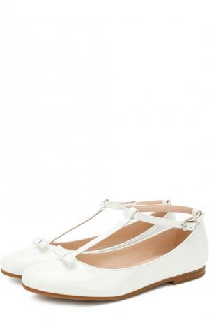 Лаковые туфли с бантом на ремешке Il Gufo. Цвет: белый