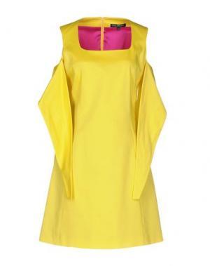 Короткое платье IVAN MONTESI. Цвет: желтый