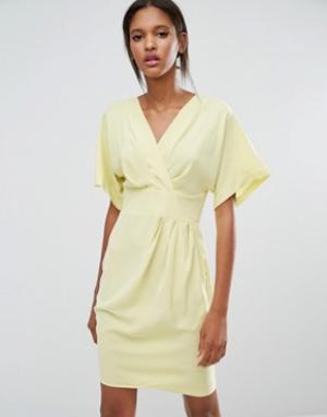 Closet London Платье-кимоно с запахом. Цвет: желтый