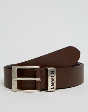 Levis Коричневый кожаный ремень с логотипом на тренчике. Цвет: коричневый