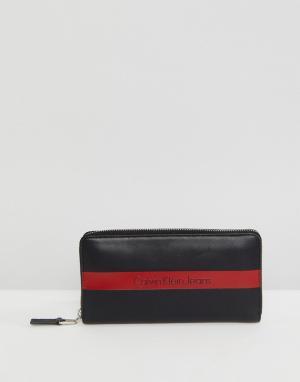 Calvin Klein Кожаный бумажник на молнии с логотипом Jeans. Цвет: черный