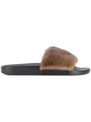 Сандалии с меховой отделкой Givenchy. Цвет: коричневый