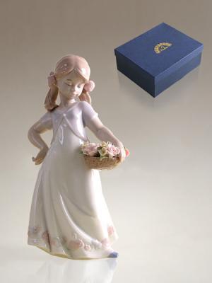 Фигурка Девочка Pavone. Цвет: белый, розовый