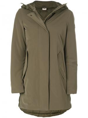 Пуховое пальто с капюшоном Colmar. Цвет: зелёный