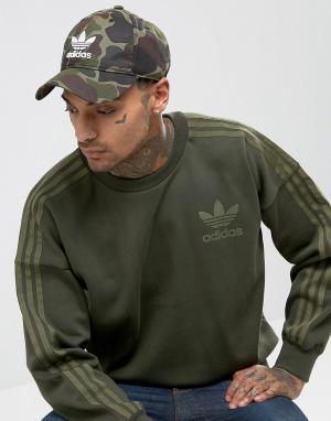 Adidas Originals Кепка с камуфляжным принтом и логотипом-трилистником. Цвет: мульти