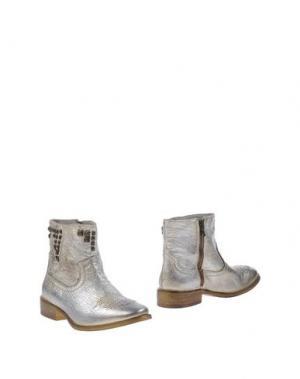 Полусапоги и высокие ботинки STRATEGIA. Цвет: серебристый