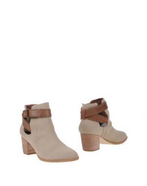Полусапоги и высокие ботинки CYNTHIA VINCENT. Цвет: песочный