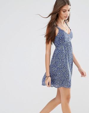 Hollister Платье молодежного стиля с принтом. Цвет: мульти