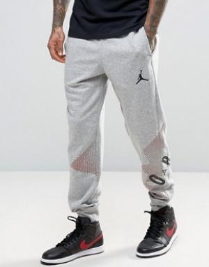 Jordan Джоггеры с крупным логотипом Nike 833920-063. Цвет: серый