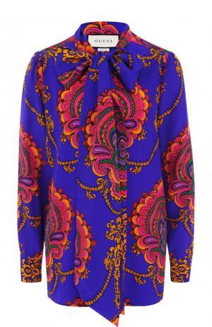Шелковая блуза с воротником аскот и принтом Gucci. Цвет: фиолетовый