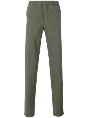Классические брюки чинос The Gigi. Цвет: зелёный