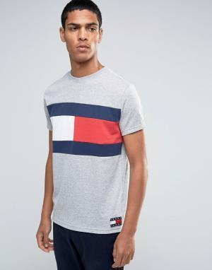 Tommy Jeans Серая меланжевая футболка в стиле 90-х с принтом флага. Цвет: серый