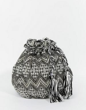 Becksondergaard Гобеленовая сумка-мешок с кисточками и отделкой. Цвет: черный