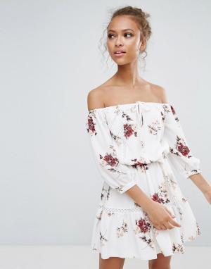 Parisian Платье с цветочным принтом, открытыми плечами и завязкой. Цвет: белый