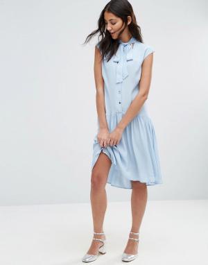 Closet London Платье с пуговицами и горловиной на завязке. Цвет: синий
