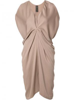 Платье-шифт со сборками Zero + Maria Cornejo. Цвет: телесный