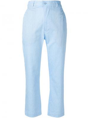 Укороченные строгие брюки Julien David. Цвет: синий