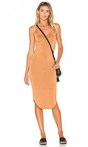 Спортивное платье BLQ BASIQ. Цвет: цвет загара