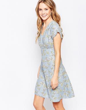 Closet London Чайное платье с расклешенными рукавами. Цвет: синий