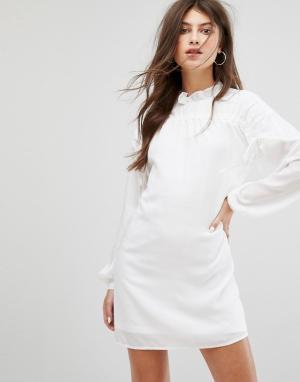 Fashion Union Свободное платье с длинными рукавами и сборками. Цвет: белый