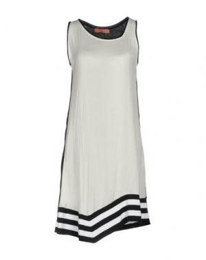Короткое платье AGATHA CRI. Цвет: белый