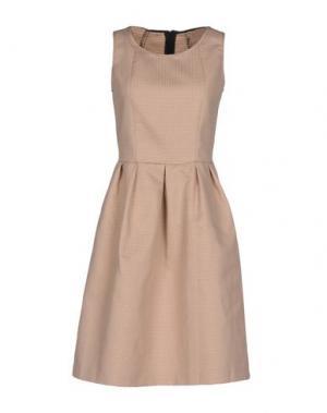 Короткое платье BIANCOGHIACCIO. Цвет: песочный