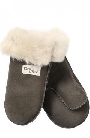 Варежки из овчины Petit Nord. Цвет: серый