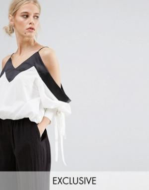 Zacro Укороченная блузка с открытыми плечами и отделкой на рукавах. Цвет: белый