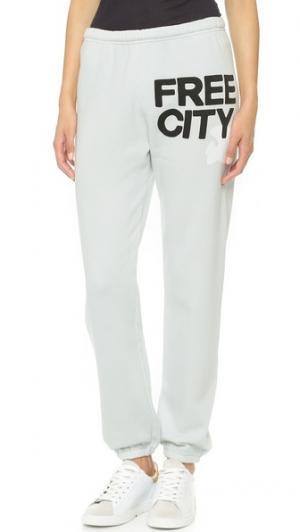 Очень легкие спортивные брюки FREECITY. Цвет: белый гипс