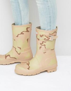Hunter Резиновые сапоги с камуфляжным принтом Original. Цвет: бежевый