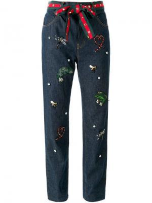 Декорированные джинсы Muveil. Цвет: синий